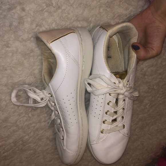 White Sneakers With Gold Accents Lining